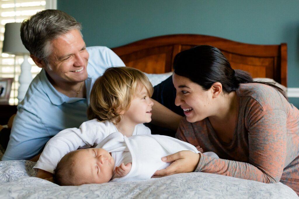 keluarga bahagia berkat asuransi